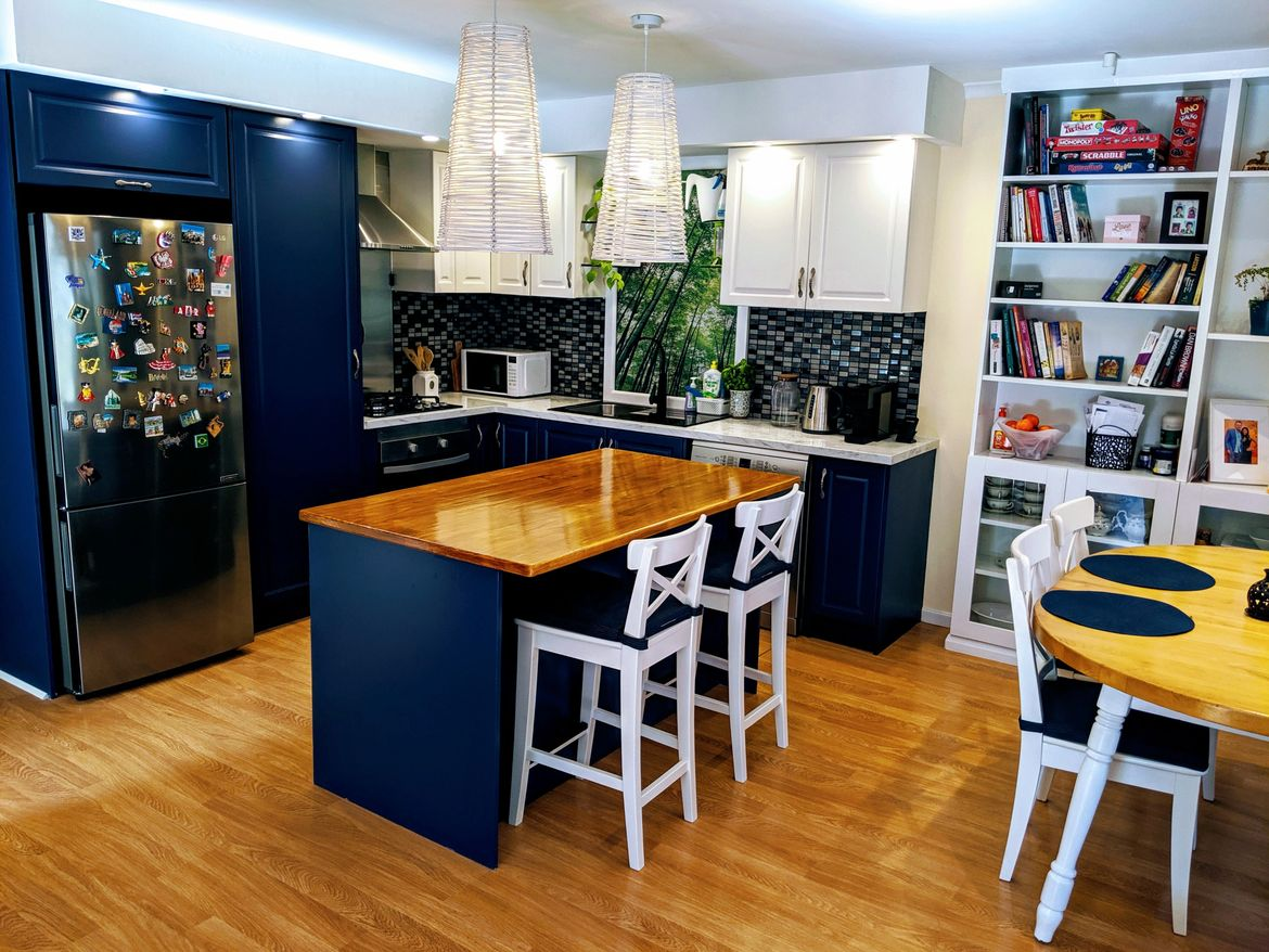 The colours used are Blue Diplomatic and White Antique. It works well with timber colour and marble benchtop.