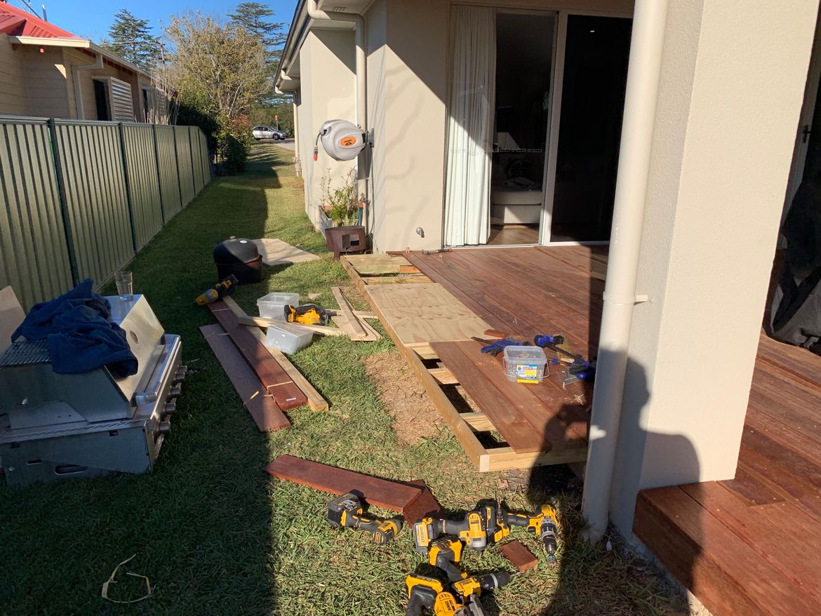 Cantilever deck extension for built in BBQ