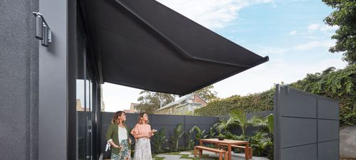 luxaflex-products-awnings-folding-arm-awning-al.jpg