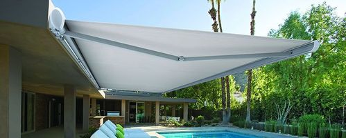 luxaflex-products-external-collection-folding-arm-awnings-garda.jpg