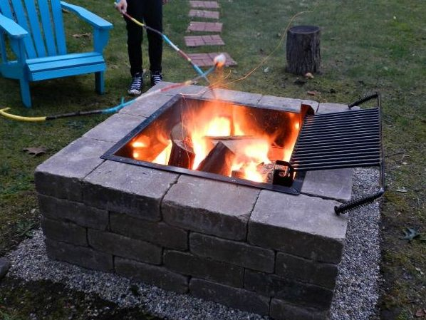 Amazing-DIY-Outdoor-Fire-Place.jpg