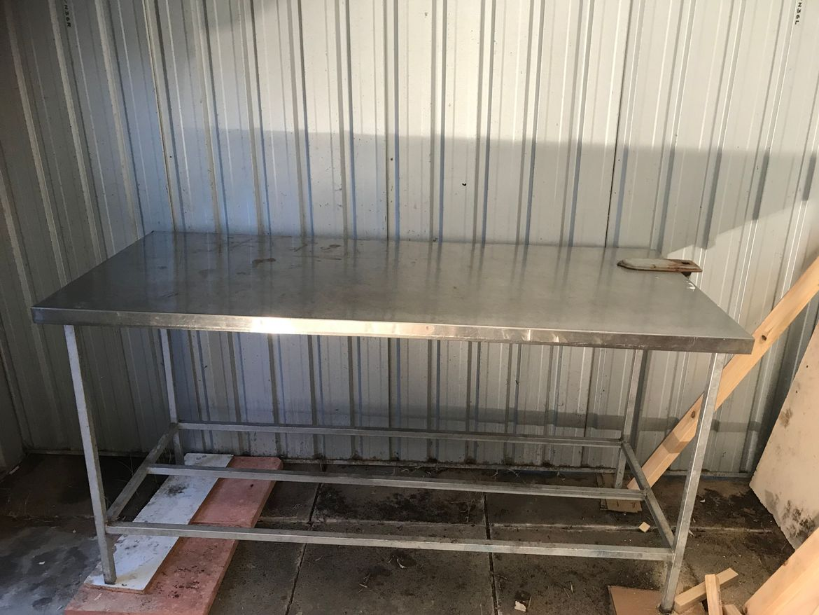 Work bench, supports and level