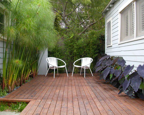 small-garden-design-modern-deck-bamboo-trees.jpg