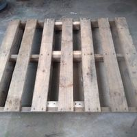 2.1 Select a sturdy base pallet with minimal damage..jpg