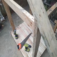 6.4 Screw roof supports into upright posts..jpg