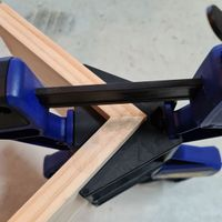 4.1 Use corner clamps when gluing.jpg
