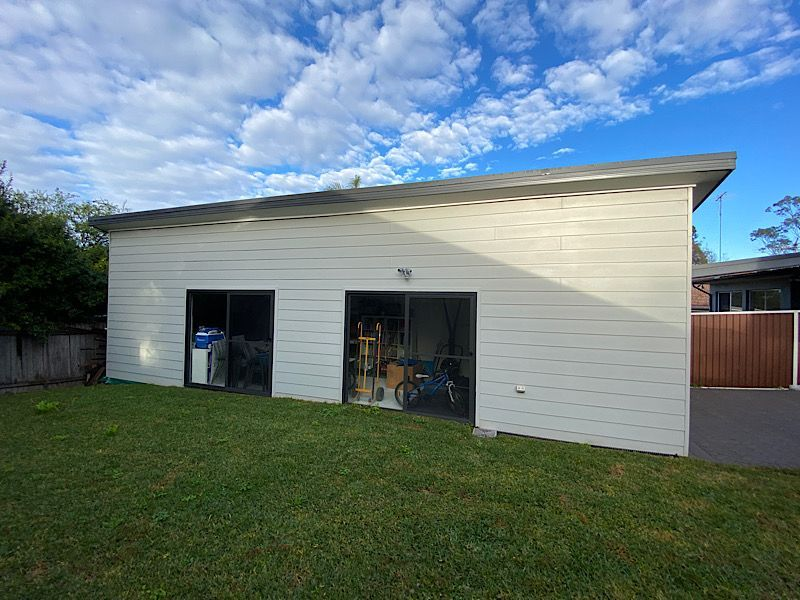 There's a strip of drainage/gutter towards the right side of the shed. The rest is in contact with ground/soil.