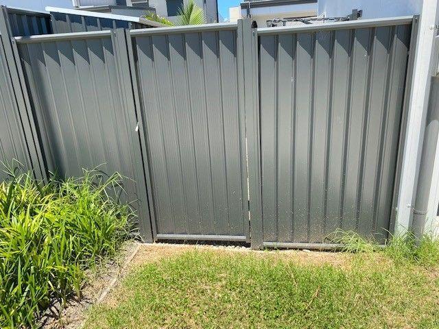 Single small gate