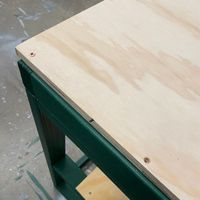 4.4 Screw down worktop.JPG