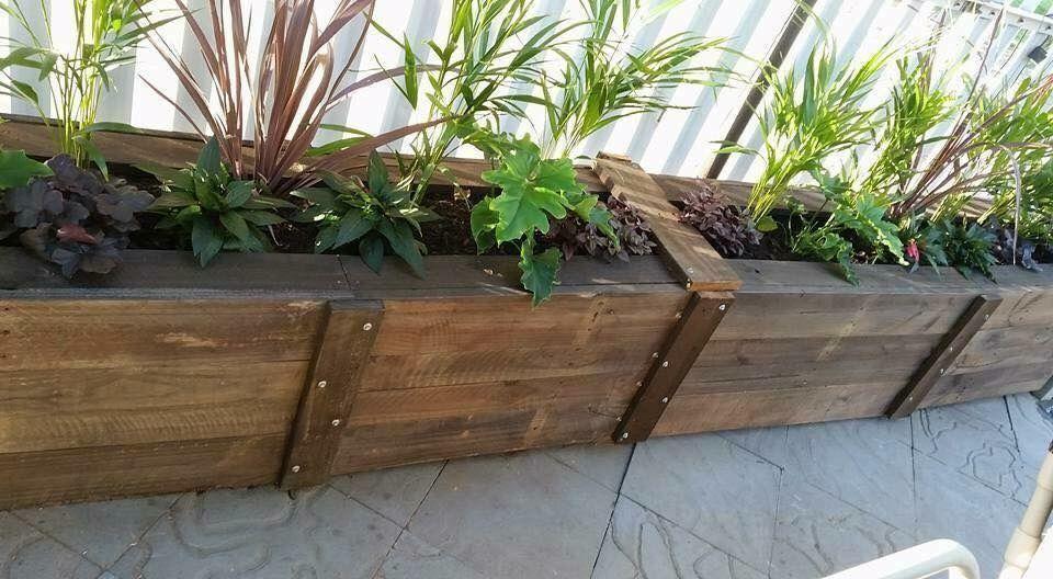 Pallet planter box.jpeg