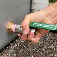 15.3 Add the tank valve.jpg