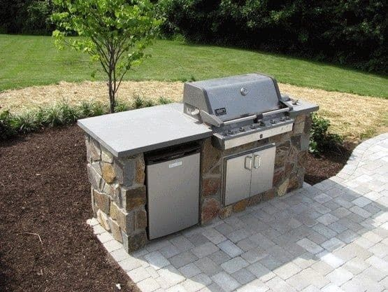 small-flagstone-built-in-grill-home-ideas.jpg