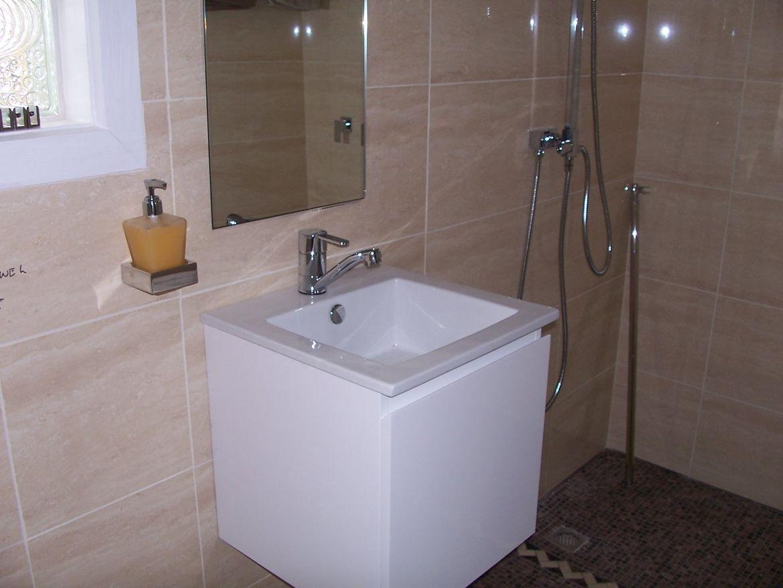 En Suite Hand Basin.JPG