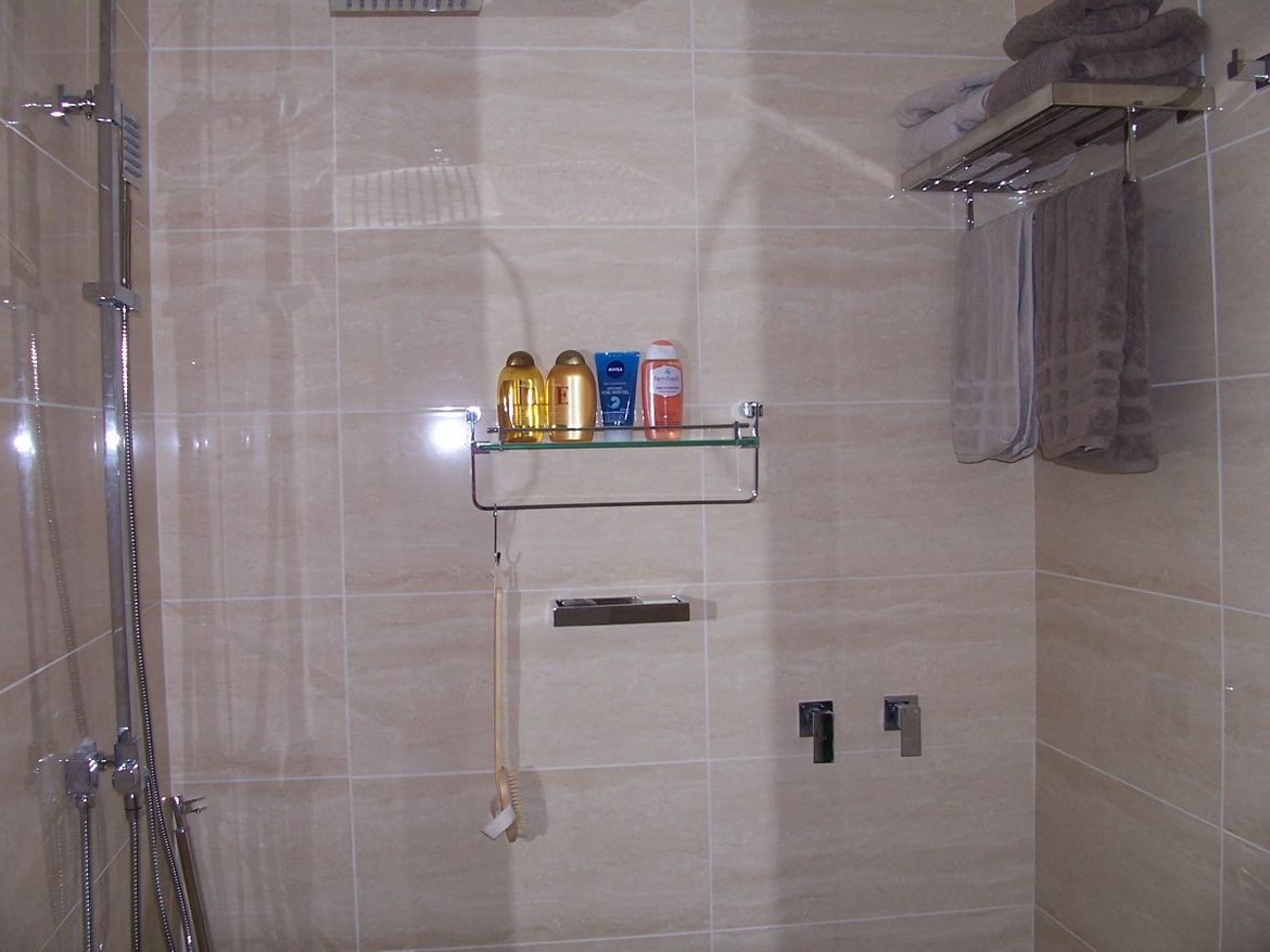 En Suite Shower.JPG
