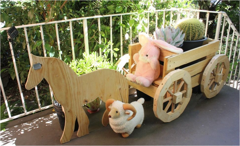 Horse and cart planter