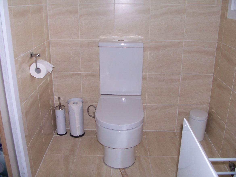 En Suite Toilet.JPG