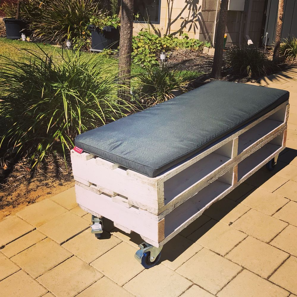 Mobile bench seats