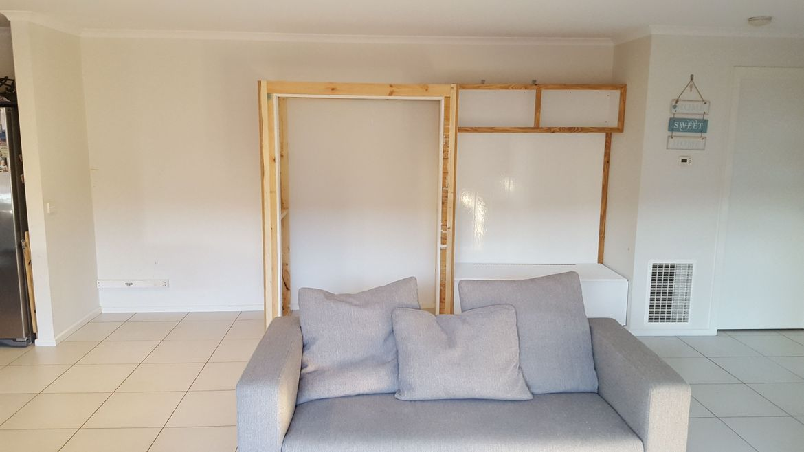 Independent frame for office assembled