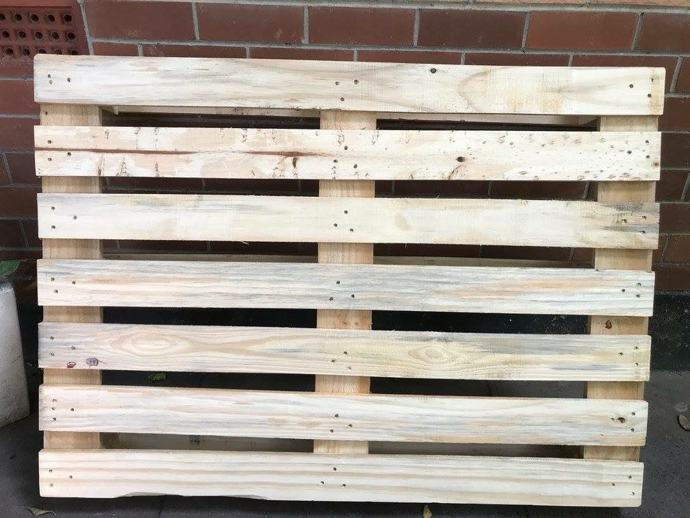 Study your pallet, this one has seven slats.