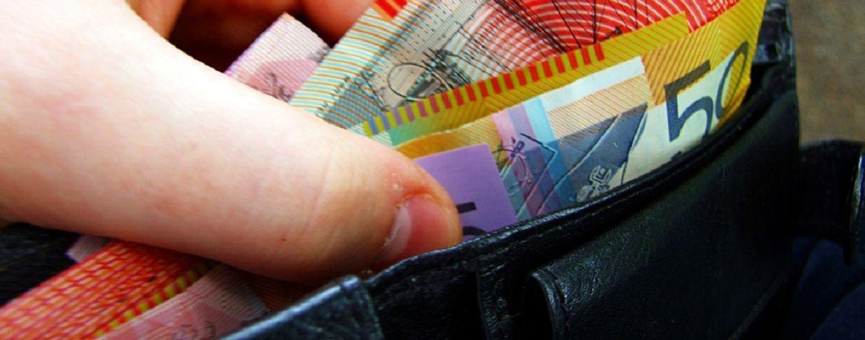 Australian_banknotes_in_wallet.jpg