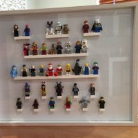 Display frame for LEGO minifigs