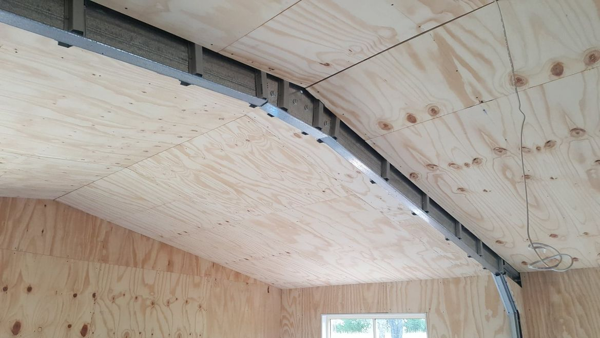 Roof lined, beams to box