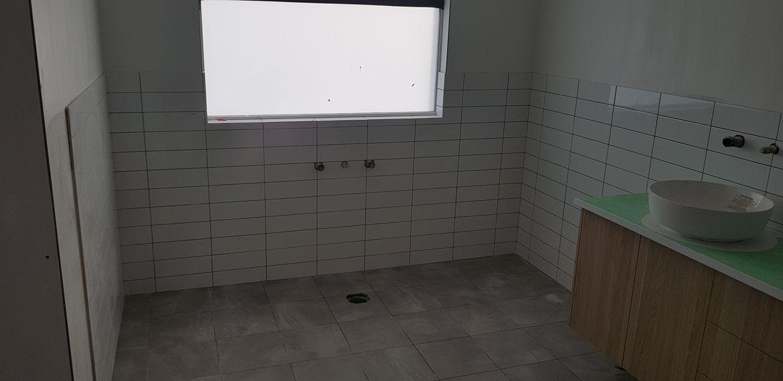 Ensuite bath area