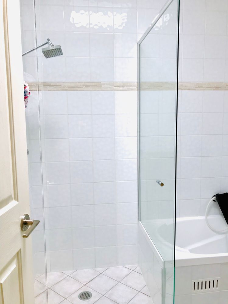 The shower screen came today - An hour later and we have a shower :)