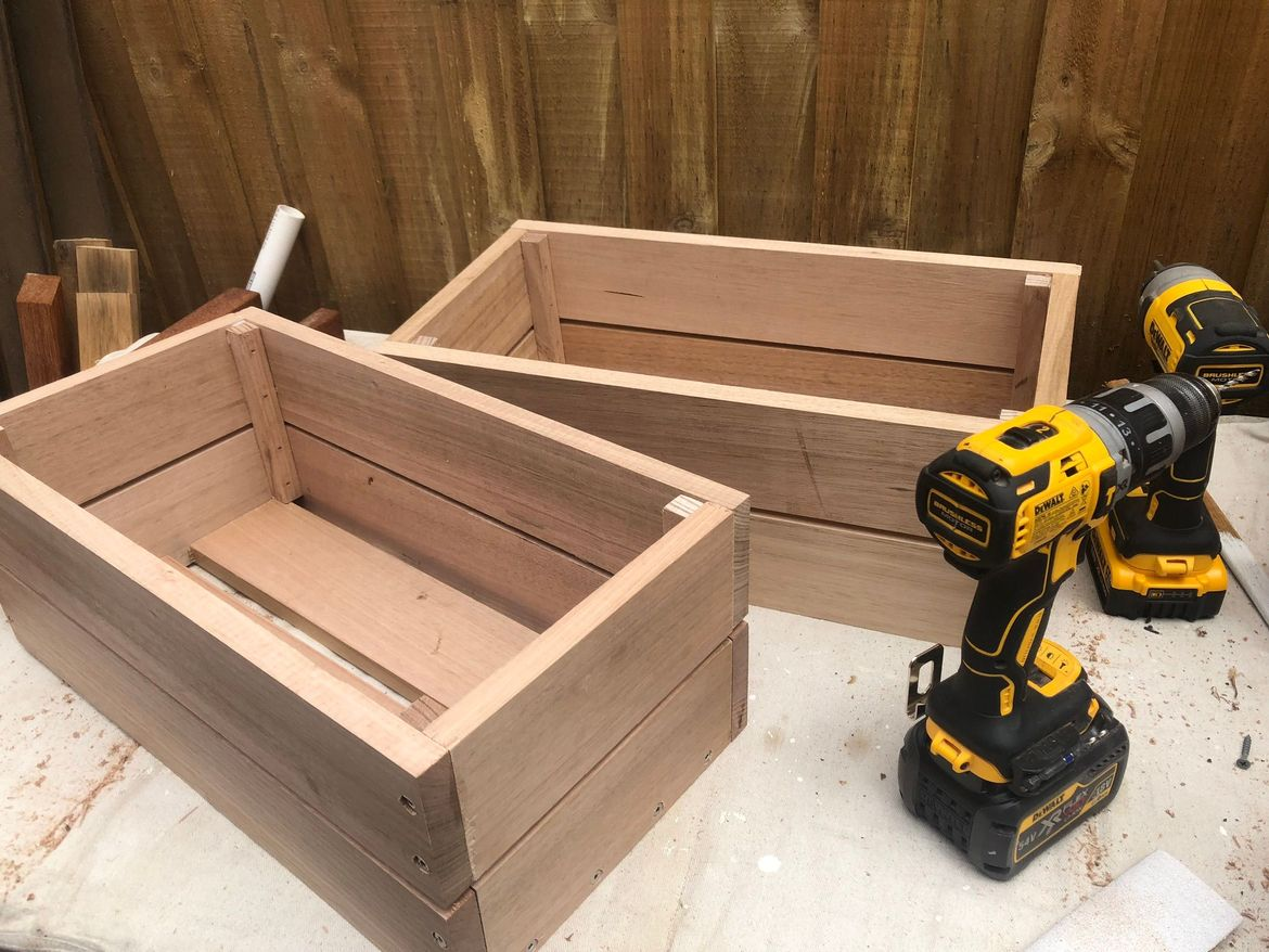 Some 90 x 19 offcuts were used to knock up a couple of fruit boxes