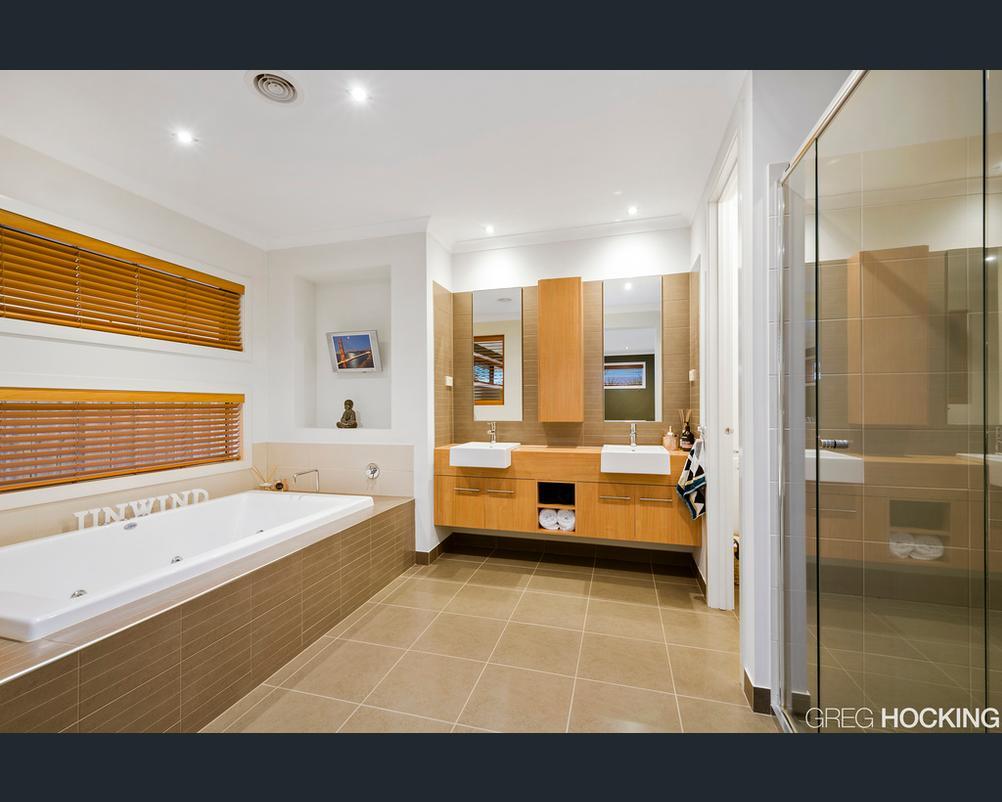bathroom-with-telly.jpg