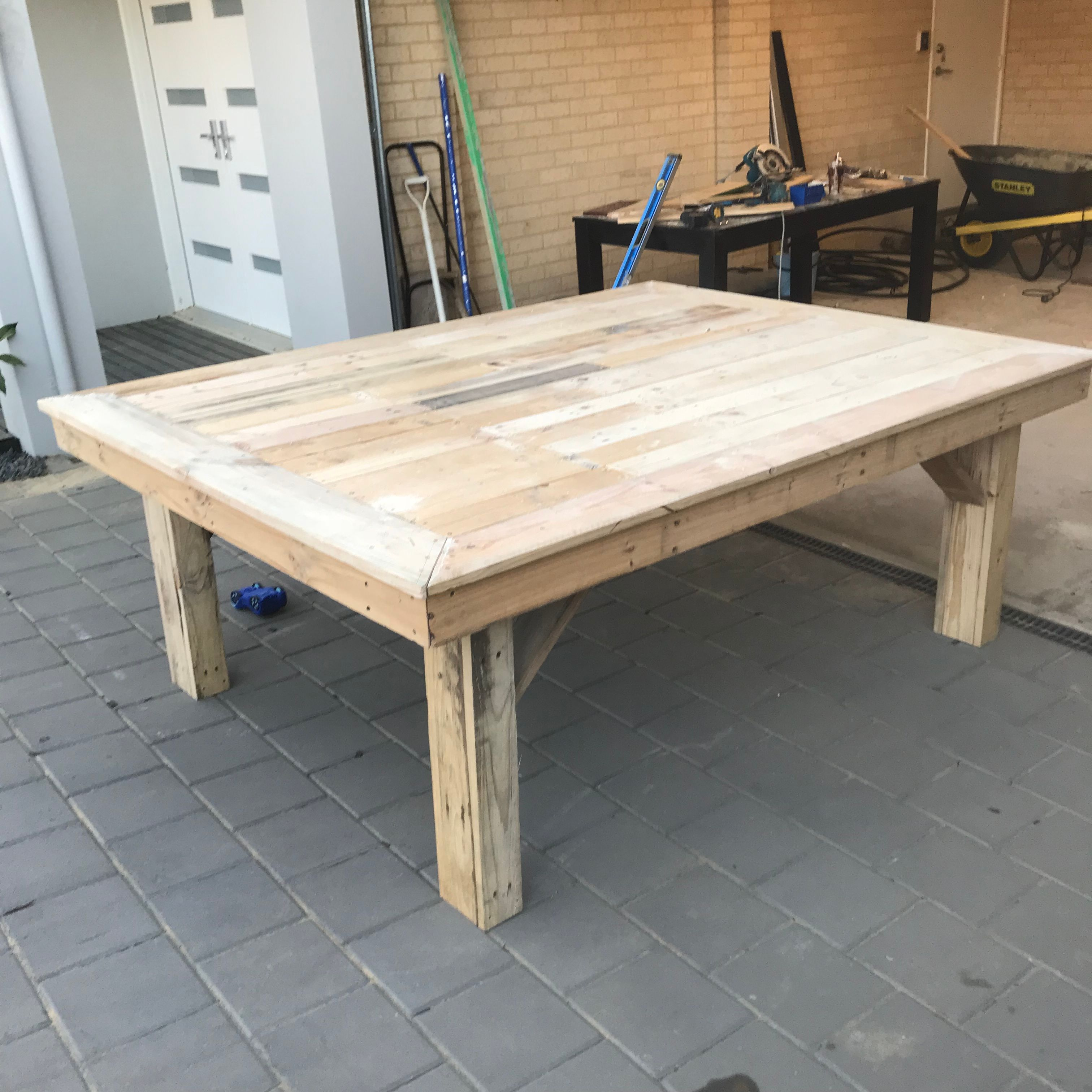 Recycled pallet wood outdoor table - Workshop