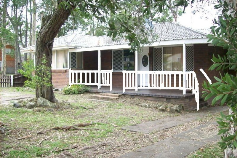 19 Maclean St Nowra Front of the House Railing Draw 2017.jpg